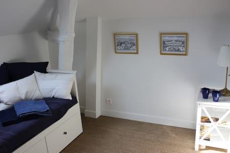 Charmante chambre à coté du chateau - Apartment