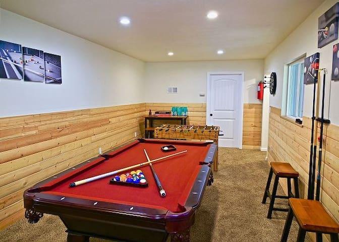 Mountain Getaway W/ Game Room & Lake Rights