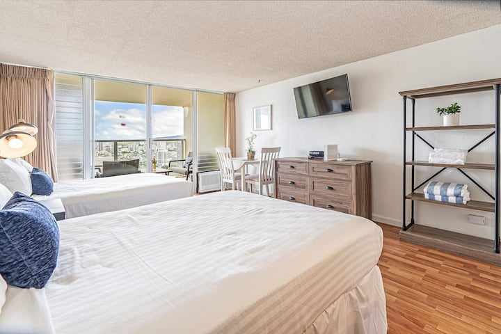 *Professionally Sanitized*Ocean & Mountain View Condo w/Pool, Sauna, and Gym! - Island Colony Studio Ocean & Mountain View on the 39th Floor A