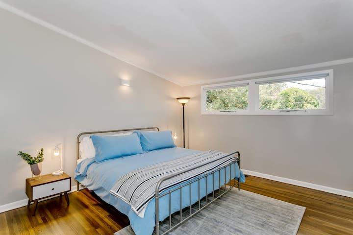 3rd Bedroom (King Bed)