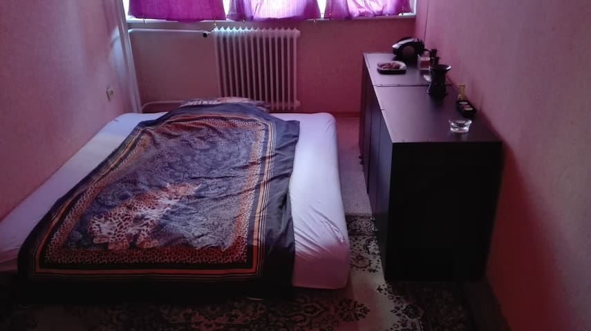 Cheap room for 2 on a good public transport area - Budapest - Bed & Breakfast
