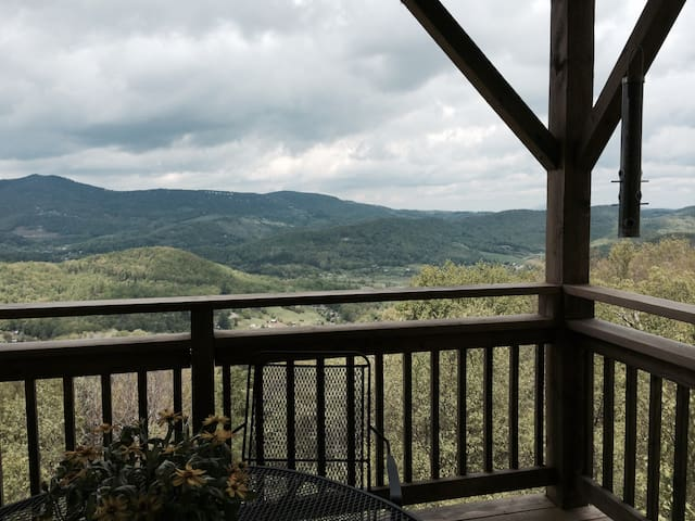 Spring Discount! Two-Story Condo with Jacuzzi - Sugar Mountain - Condo