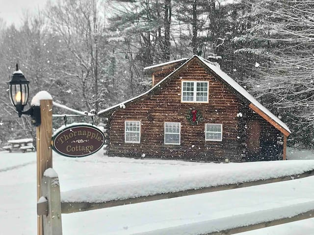Stowe Log Cabin: Private, Hot Tub