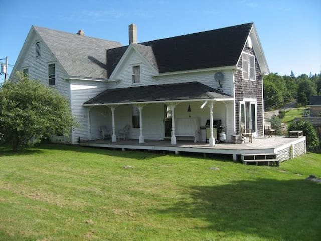 Charming Farmhouse, Brooksville, ME - Brooksville - Dom