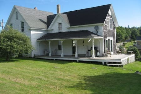 Charming Farmhouse, Brooksville, ME - Brooksville - 一軒家