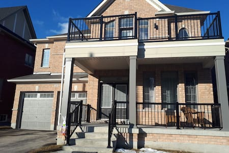 NEW LUXURY 3500 sq f  4 +1BDR HOUSE NEAR NEWMARKET