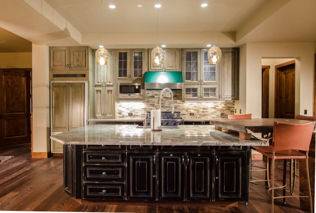 Luxurious well-appointed kitchen featuring Viking and Sub-zero appliances
