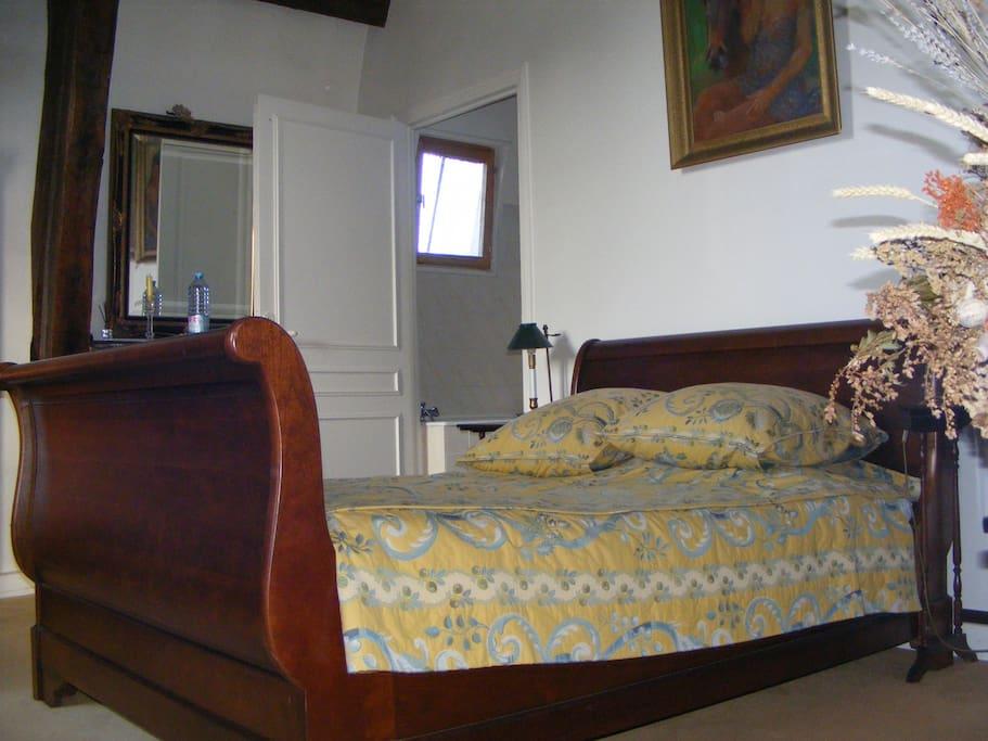 la suite avec salon louis xv ch teaux louer fauville en caux normandie france. Black Bedroom Furniture Sets. Home Design Ideas