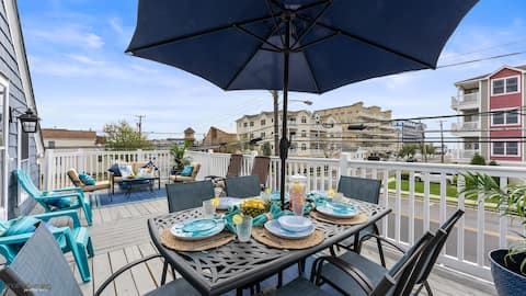 Charming Getaway only 1.5 blocks to the Beach!!