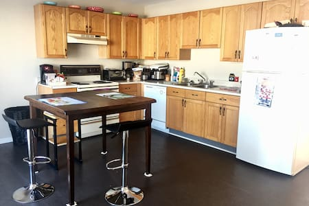 Lovely Clean House :)+Free Breakfast and park - Moncton