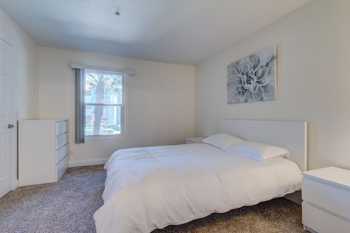 Newly furnished Nice and Cozy Master Bedroom
