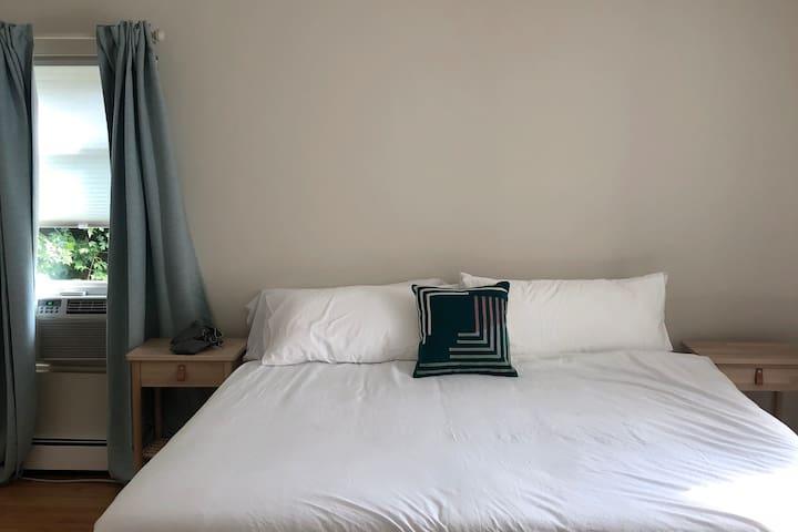 Bedroom 1 (King)
