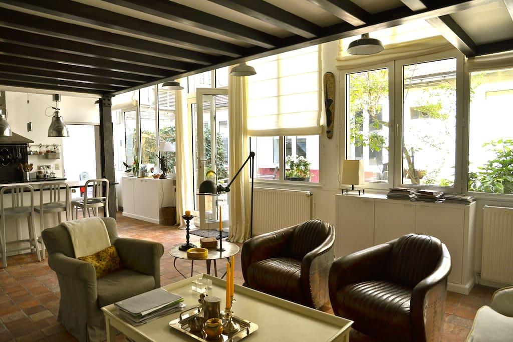 Maison loft d 39 artiste sur jardin au coeur de paris for Loft atelier artiste