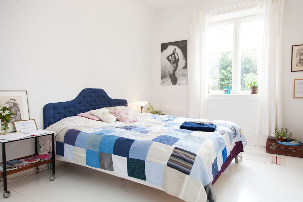 Cozy room with a double bed
