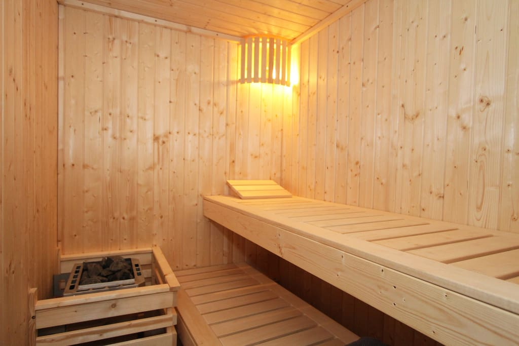 You can adjust electronic the time and temperature of the sauna