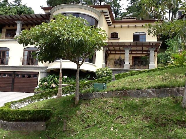 Luxury Villa in Condominio Villa Real