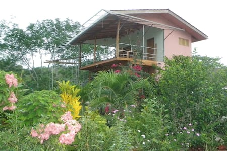 Room type: Entire home/apt Property type: House Accommodates: 4 Bedrooms: 2 Bathrooms: 2.5