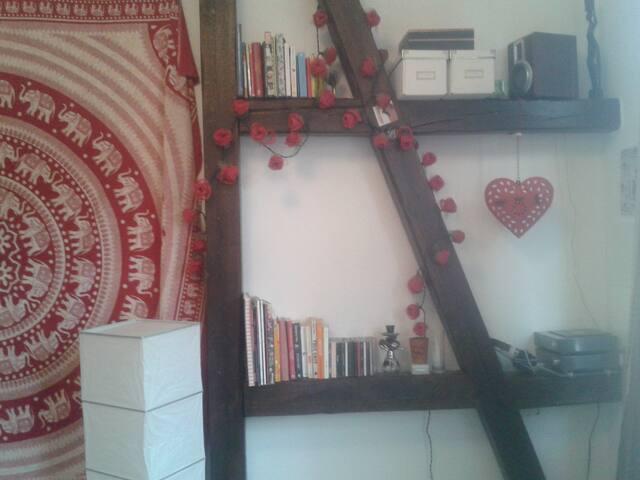 Gemütliches Zimmer in Wg mit Wintergarten