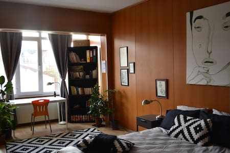 Spacious Room in Creative Apartment - Istanbul