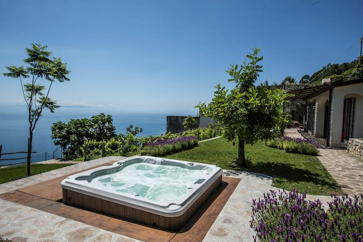 New refined chalet Carubo with view - Ravello - Kabin