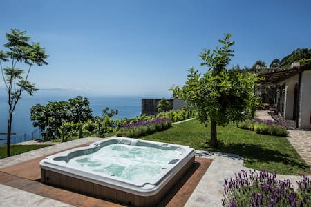 Panoramic chalet Carrubo with porch - Ravello - Cabin