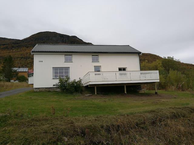 Utsikten - hele huset i nydelig område