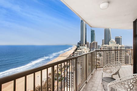 Beachfront Apartment with Balcony, Parking and Pools