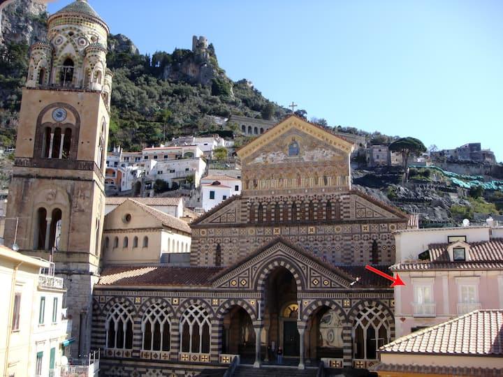 "AMALFI ""Casa Duomo"" MAIN SQUARE APT"