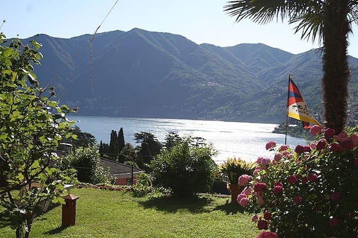 Un balcone sul Lago di Como - Moltrasio - Bed & Breakfast