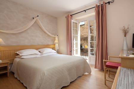 Mas provençal du 17ème siècle - Nîmes - Bed & Breakfast