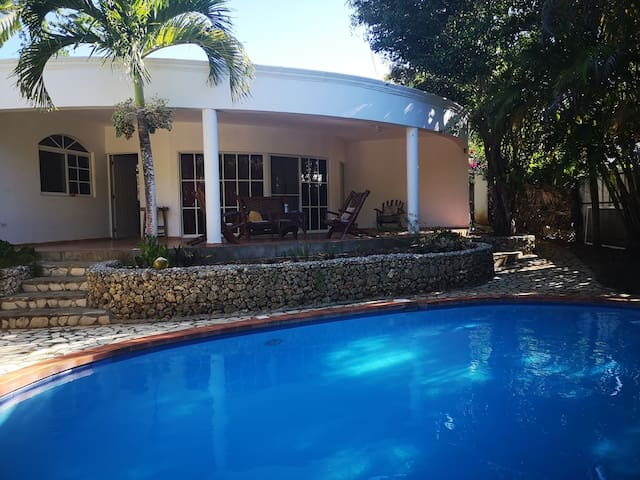 Natural House with privat Pool and Security