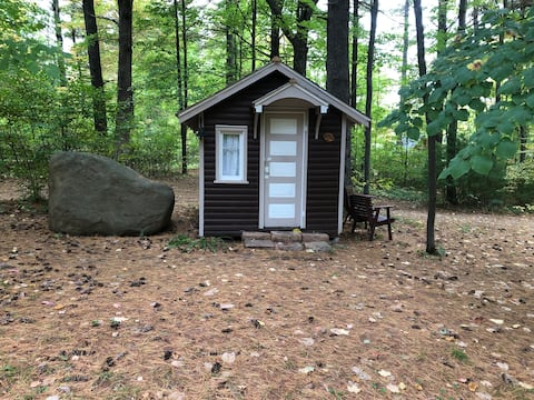 Little wooded retreat…the best of both worlds!