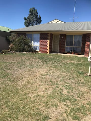 Modern three bedroom home in Echuca
