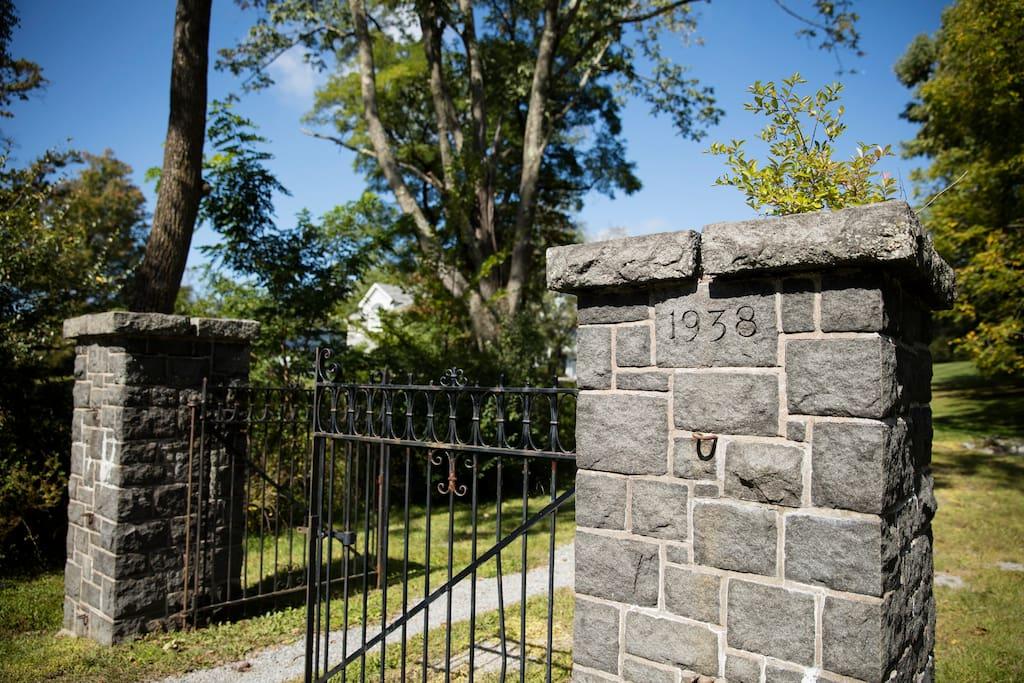 Entrance to Greythorne Farm