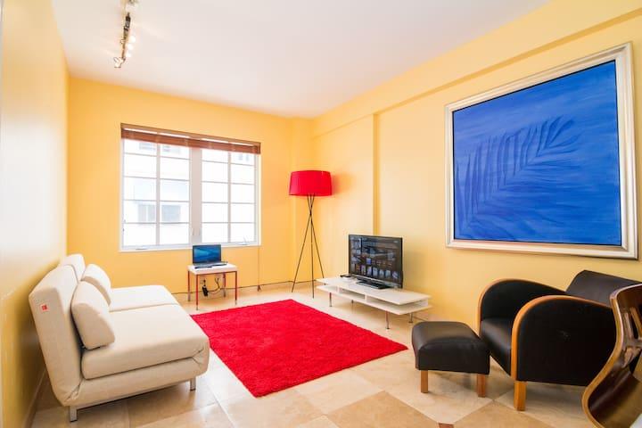 ONE BEDROOM RIGHT ON OCEAN DRIVE  - Miami Beach - Lägenhet
