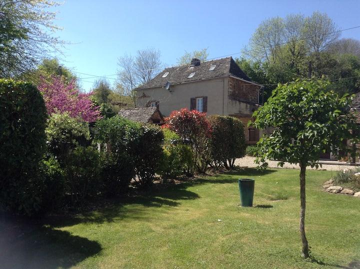 Les Châtaignes - a rural gîte with pool