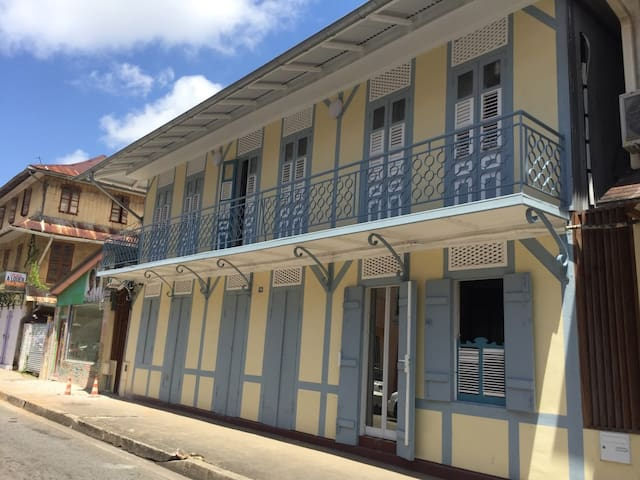 Maison traditionnelle - Façade sur rue