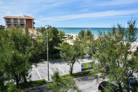 Sunny apartment - Montignano-marzocca