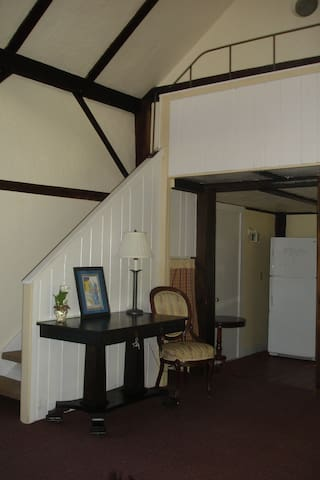 Carriage House Apartment sleeps 4-6