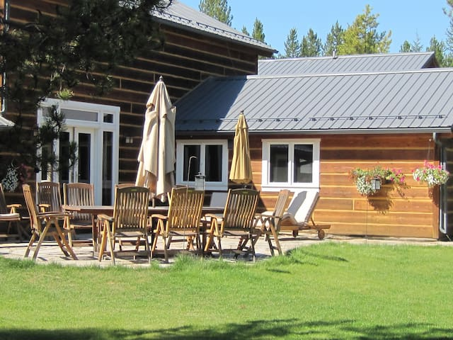 Cosy Log Home Bedroom,Private Bath - Whitefish - House