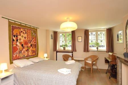 Large double in beautiful house - Schaerbeek
