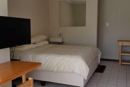 Neat Studio with Mountain View - Cape Town - Apartmen
