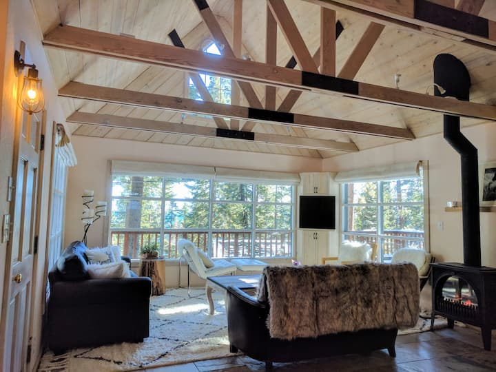 Lake Tahoe Cabin w/Views - Close to NStar & Squaw!