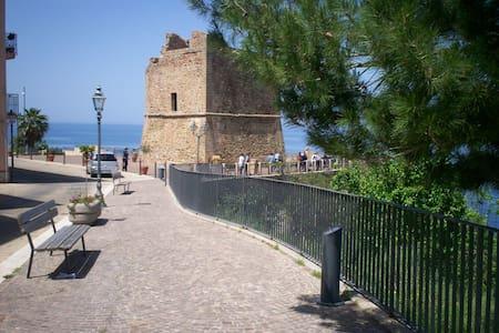 Due passi da Cefalù tra sole e mare - Finale