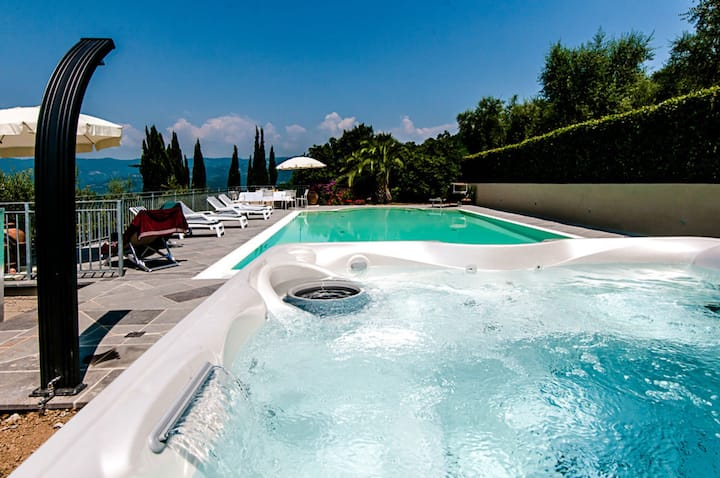 Villa Nievole - Luxury Country Villa with swimming pool in Monsummano Terme, Tuscany