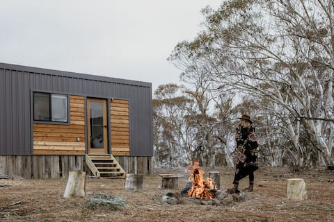Off-grid Tiny House – Big Yard Escapes, Bushland