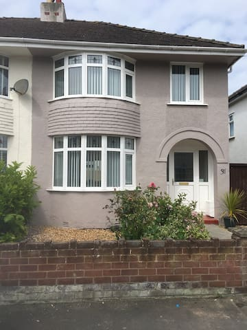 Nice size family home walking distance to conwy