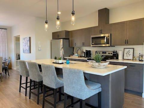 Brand New Main Floor Suite | Fireplace | 1710 ft²