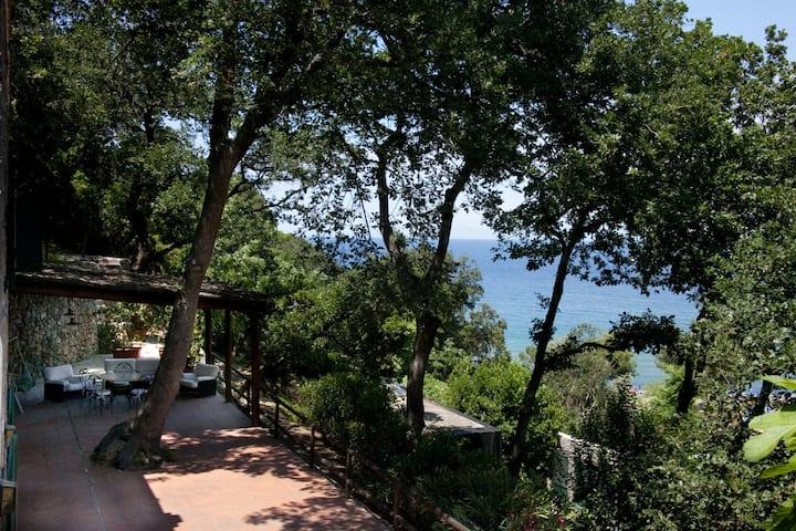 Villa di Pietra - Baia di San Montano