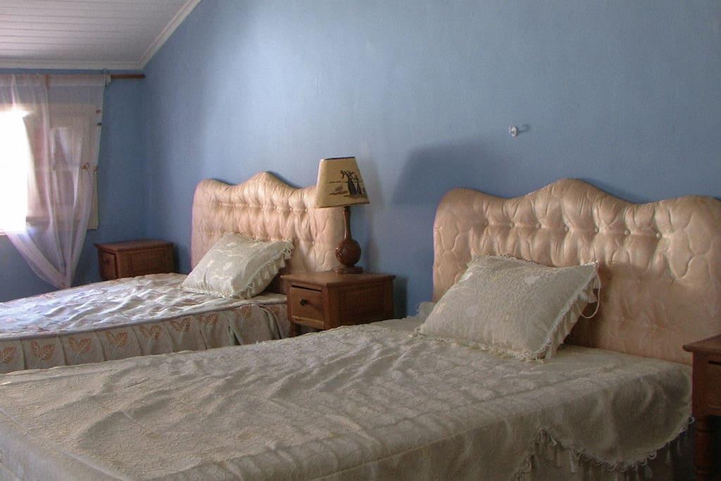 CHAMBRE N°1  à deux grands lits